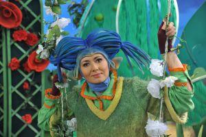 aktorka-ktora-wcielila-sie-w-postac-amelki-sadzi-ze-niebieski-to-jej-szczesliwy-kolor-fot-jan-bogacztvp