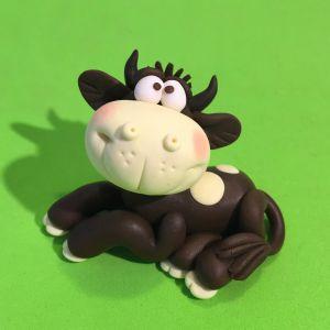 modelinkowa-krowa-autorstwa-ewy-gutowicz