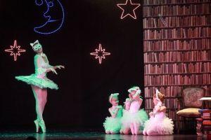 spektakl-przenosi-mlodych-widzow-do-roztanczonego-i-kolorowego-swiata-basni-i-baletu