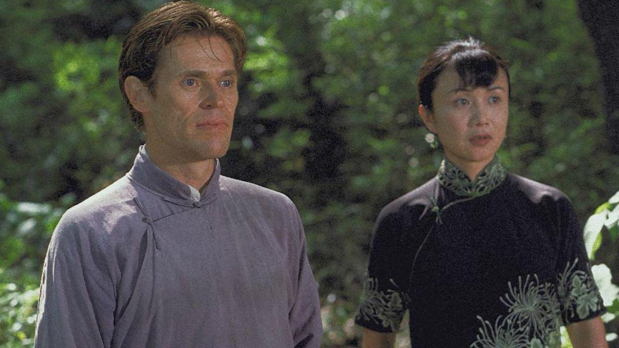 """W kontrowersyjnym filmie """"Chinka"""" z 2001 roku wcielił się w rolę misjonarza, którego zaskoczyło gorące uczucie (fot. TVP)"""