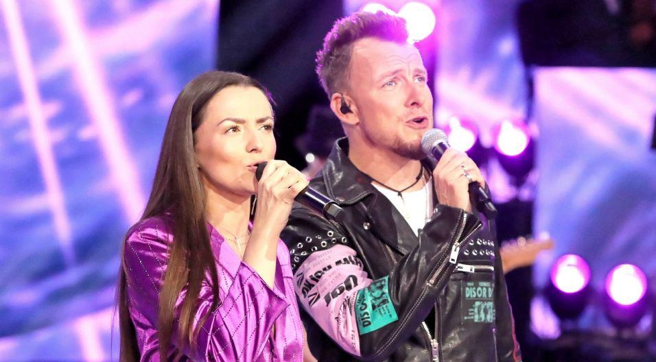 """Po ubiegłorocznym sukcesie Lanberry i Piotr Kupicha, lider zespołu Feel ponownie połączyli swoje siły. Wspólnie zaśpiewali  """"Gotowi na wszystko"""" (fot. PAP)"""