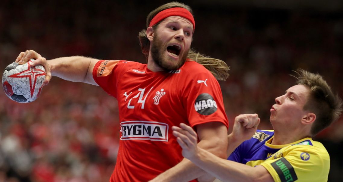 eb8420973 Duński rozgrywający Mikkel Hansen w akcji w meczu ze Szwecją (fot. PAP/EPA