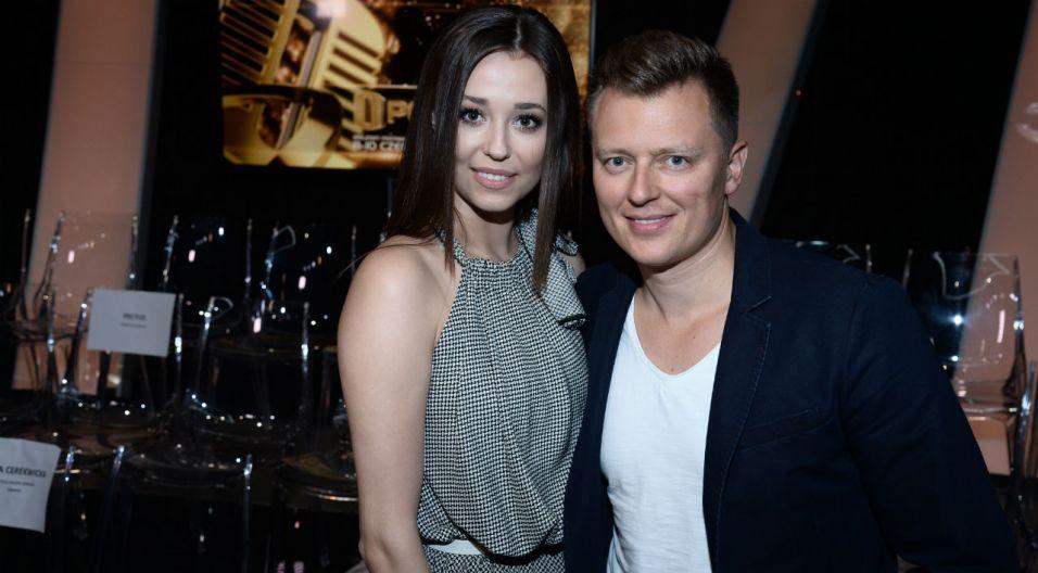 """Duet Izabella Krzan i Rafał Brzozowski poprowadzą koncert """"Przebój na Mundial"""" (fot. J. Bogacz/ TVP)"""