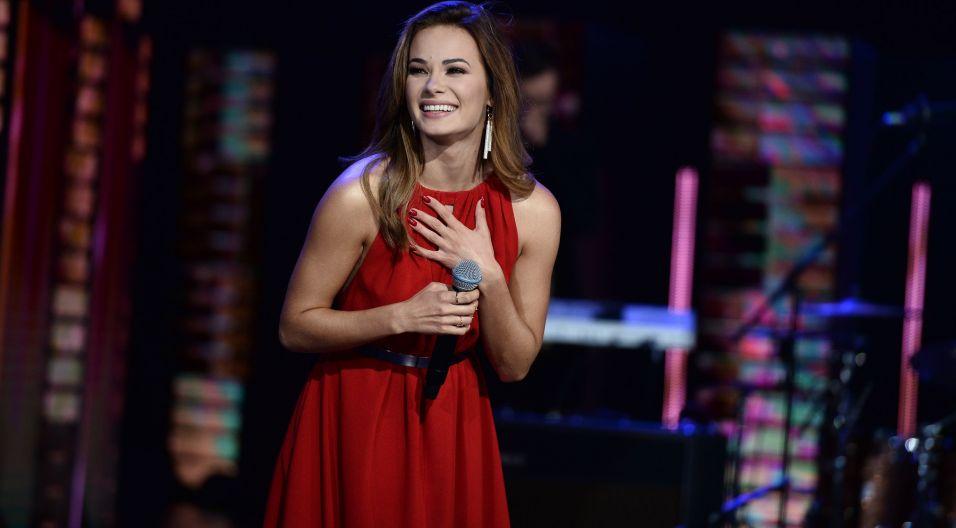 Natalia Szroeder uraczyła widzów w opolskim amfiteatrze także solowym występem (fot. TVP)