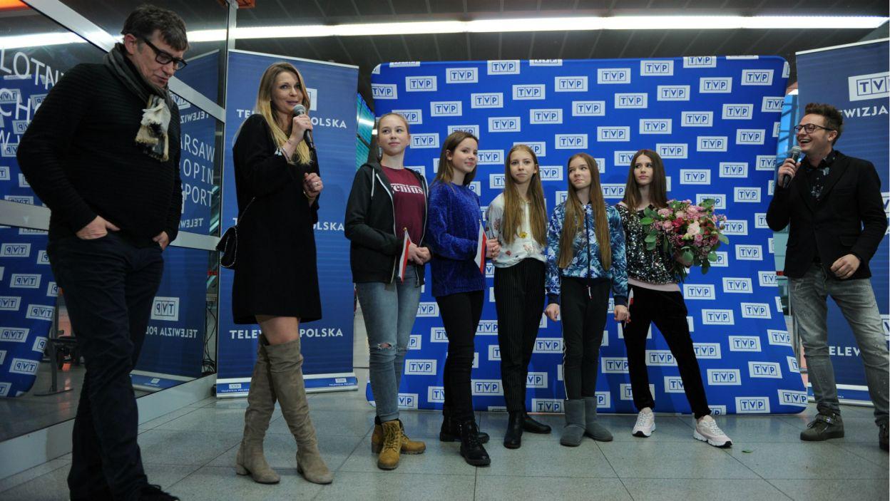 Roksana wzięła udział w specjalnej konferencji prasowej zorganizowanej przez Telewizję Polską w hali przylotów warszawskiego lotniska (fot. N. Młudzik/TVP)