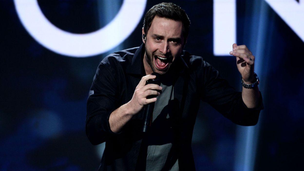 """Måns Zelmerlöw, zwycięzca  60. Konkurs Piosenki Eurowizji w 2015 roku, zaśpiewał w studiu TVP """"Heroes"""" i """"Happyland"""" (fot. TVP/Jan Bogacz)"""