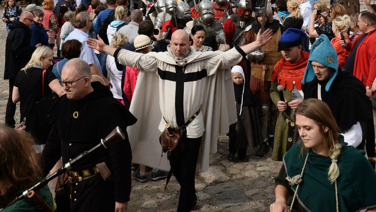 Poza spotkaniami z aktorami, na fanów czekało wiele atrakcji, m.in. średniowieczny targ czy turniej rycerski (fot. J. Bogacz/TVP)