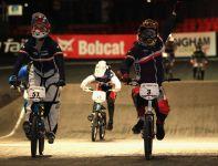 Magalie Pottier (z prawej) cieszy się ze zwycięstwa (fot. Getty Images)