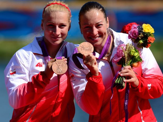 Karolina Naja i Beata Mikołajczyk na olimpijskim podium (fot. Getty Images)