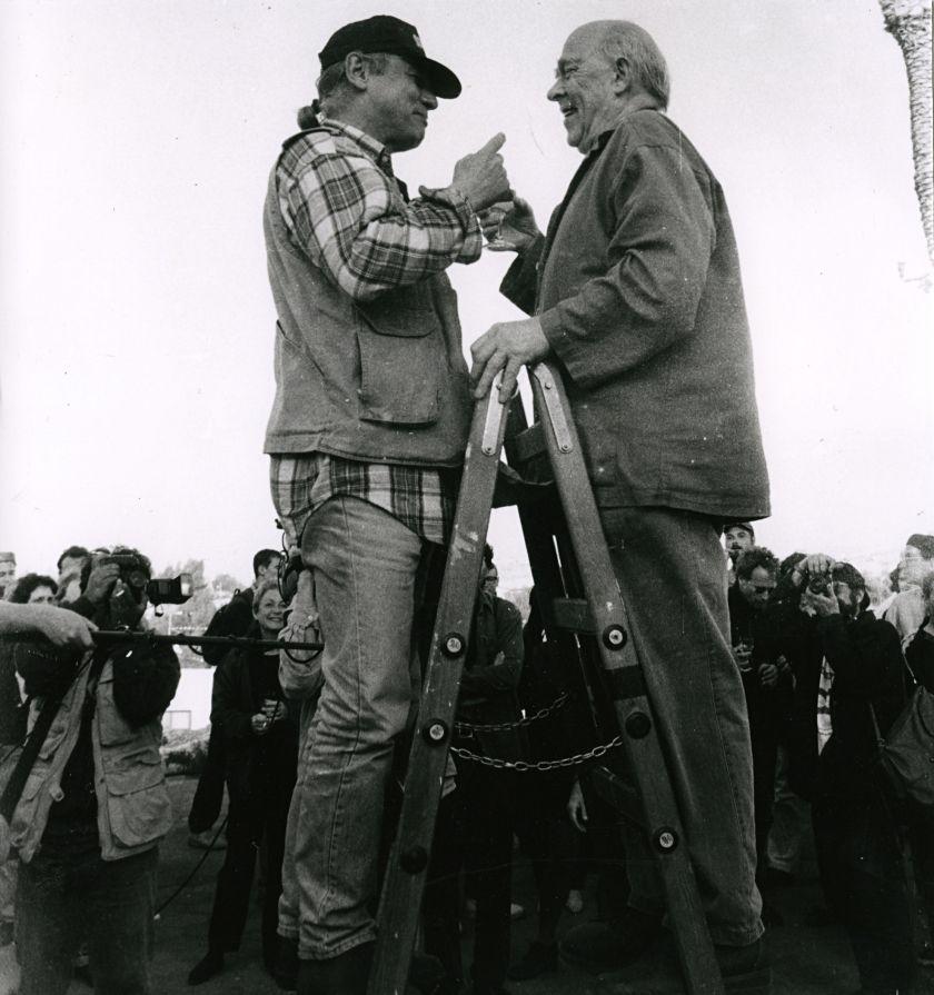 Ryszard Waśko i Emmett Williams podczas ceremonii otwarcia  <i>5 Konstrukcji w procesie </i>zorganizowanej pod hasłem <i>Co-existence</i>, Mitzpe Ramon, 1995. Mat. prasowe