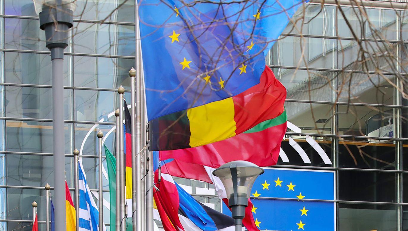Według portugalskich mediów 8 państw Unii Europejskiej sprzeciwia się powiązaniu funduszy z praworządnością (fot. Olivier Matthys/Bloomberg via Getty Images)