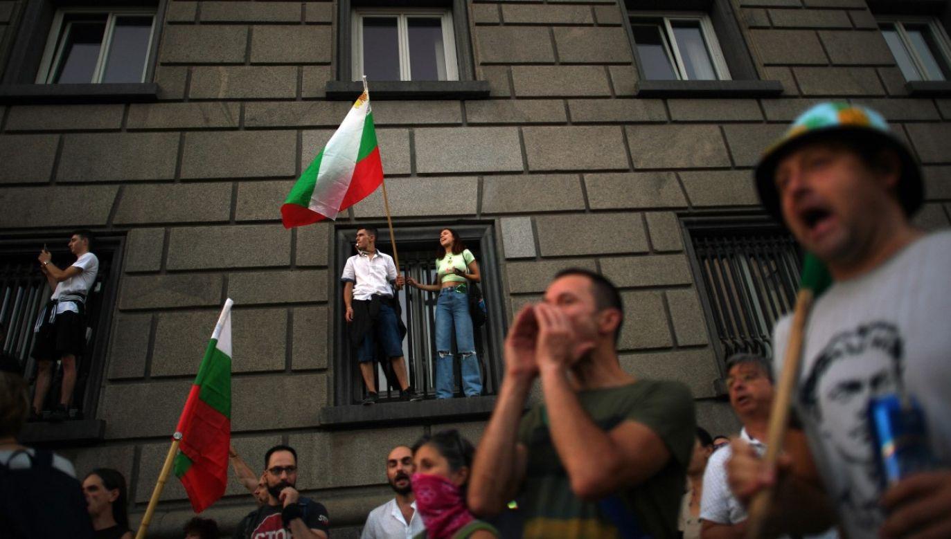 Do wzrostu napięcia między protestującymi i policją doszło w niedzielę w centrum Sofii(fot. PAP/EPA/VASSIL DONEV)