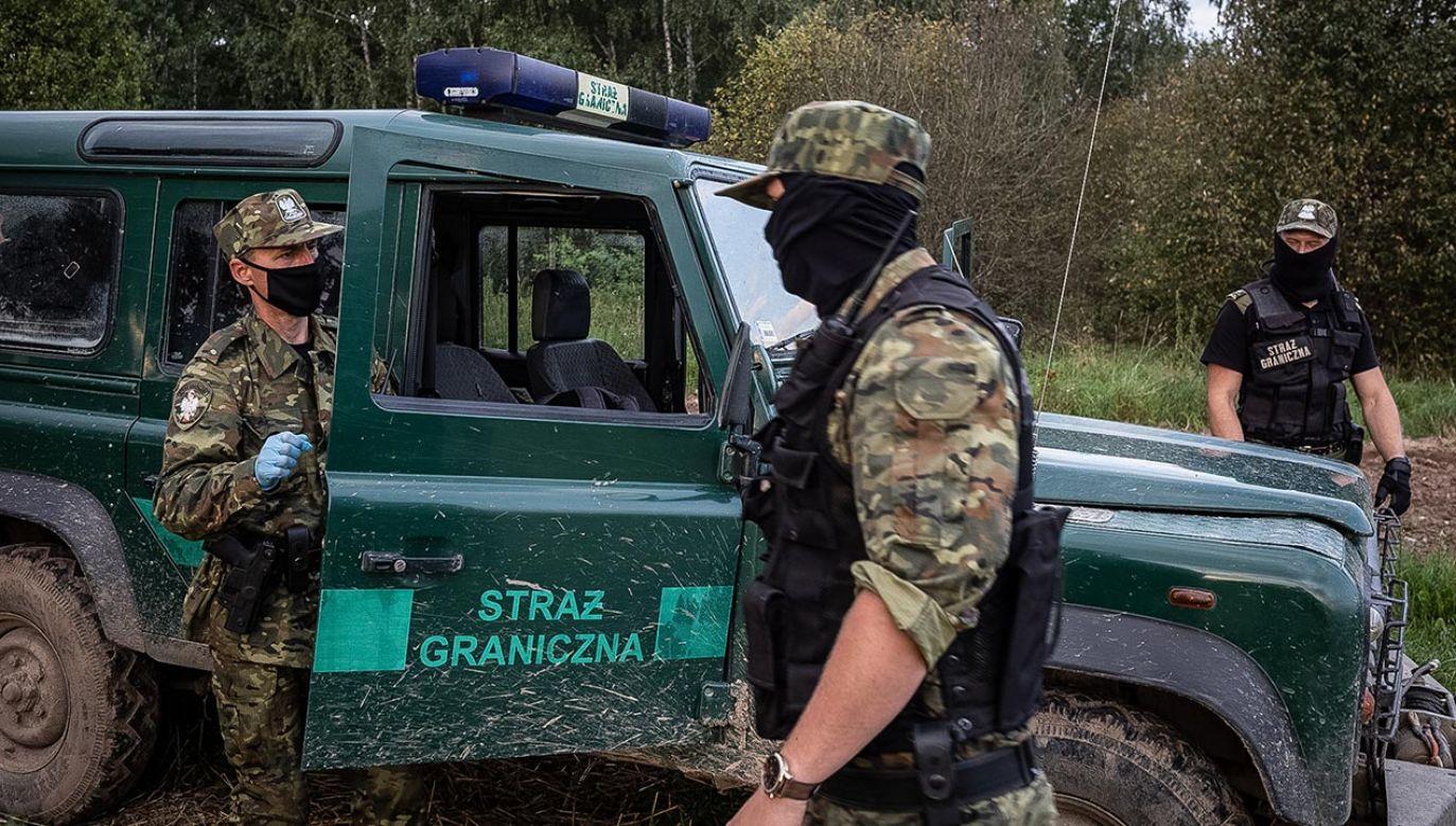 Strażnicy graniczni odnotowali 424 próby nielegalnego przekroczenia granicy (fot. Maciej Moskwa/NurPhoto via Getty Images)