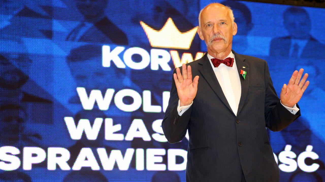 Janusz Korwin-Mikke podczas konwencji wyborczej partii KORWiN w Katowicach (fot. PAP/Andrzej Grygiel)