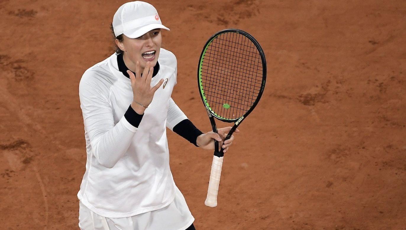 19-letnia tenisistka z Raszyna pokonała w czwartek Argentynkę Nadię Podoroską 6:2, 6:1 (fot. EPA/JULIEN DE ROSA)