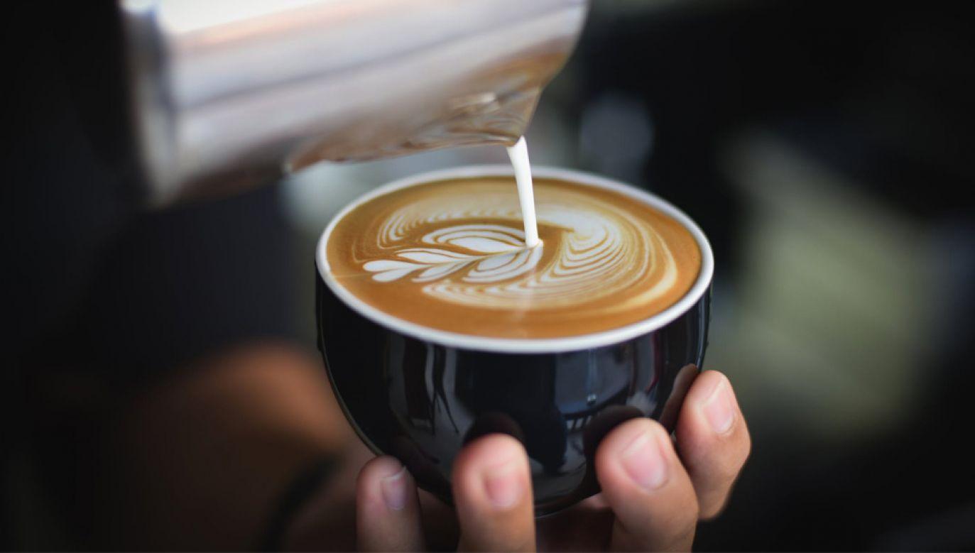 Kawa pita z naczynia o gładkiej powierzchni jest słodsza (fot. Pexels)