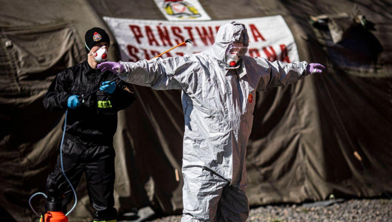 Dobowy rekord zakażeń koronawirlsem w Polsce padł w sobotę – 843 przypadki Covid-19 (fot. Florian Gaertner/Photothek via Getty Images)