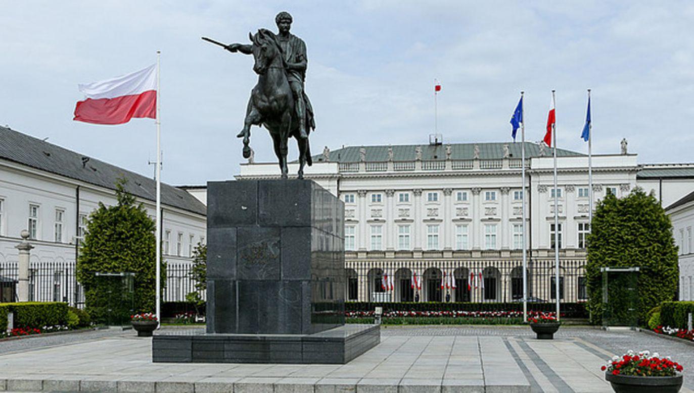 Prezydent Andrzej Duda deklasuje rywali (fot. KPRP)