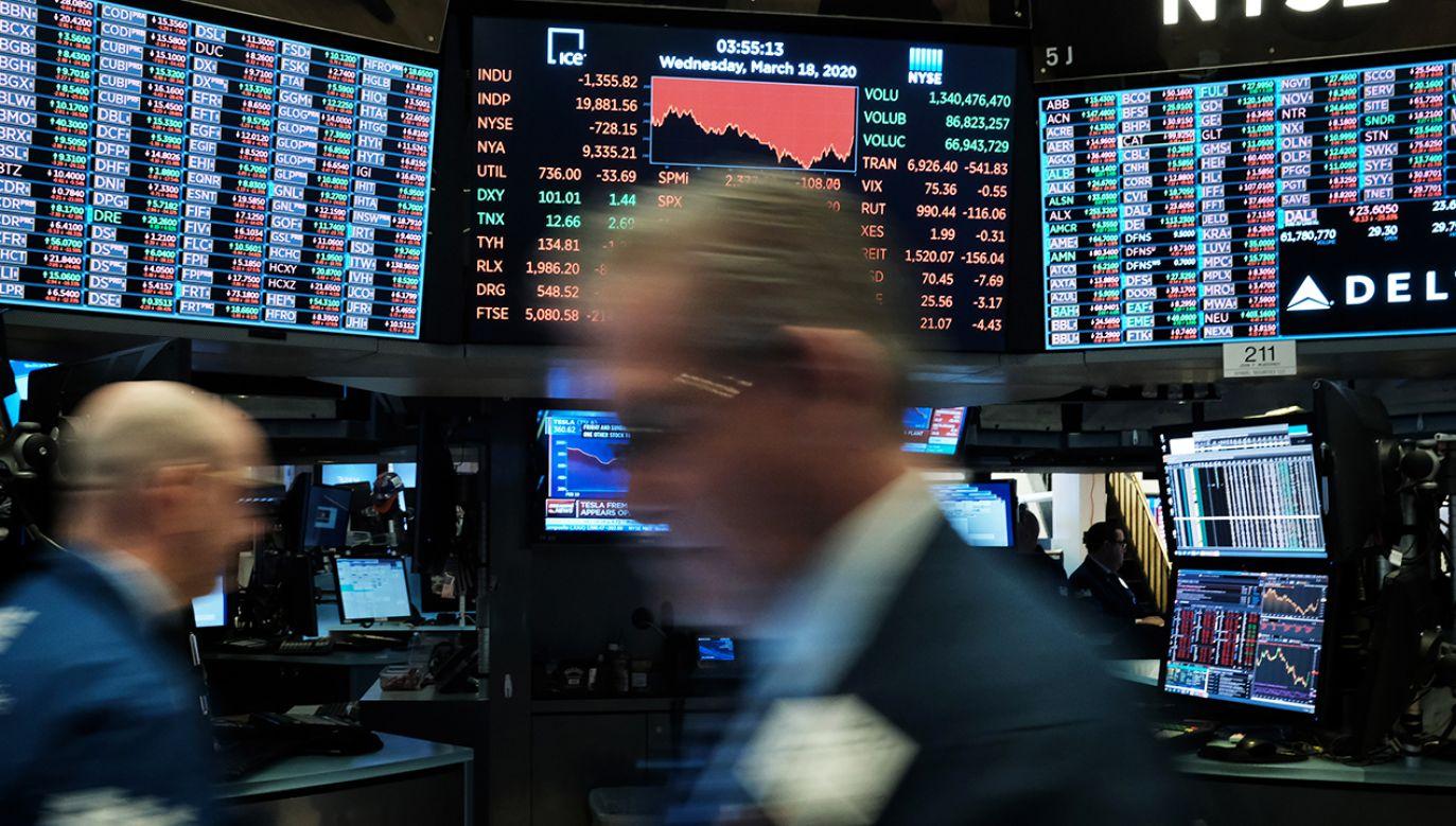 """Ekonomiści oczekują """"bardzo gwałtownego spadku obrotów w handlu"""" w związku z pandemią koronawirusa (fot. Spencer Platt/Getty Images)"""