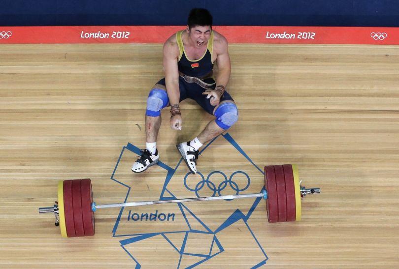 Wielkim przegranym był mistrz olimpijski z Pekinu Chińczyk Yong Lu, który spalił wszystkie próby w podrzucie (fot. Getty Images)