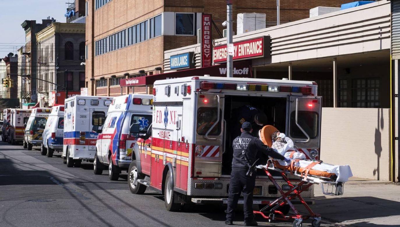 W pięciu dzielnicach Nowego Jorku  odnotowano prawie 45 tys. kolejnych przypadków SARS-Cov-2 (fot. PAP/EPA/JUSTIN LANE)