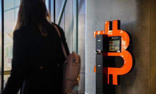 Bankomat bitcoin w kompleksie Sopot Centrum, 13 września 2019 r. Fot.Jakub Porzycki / NurPhoto via Getty Images