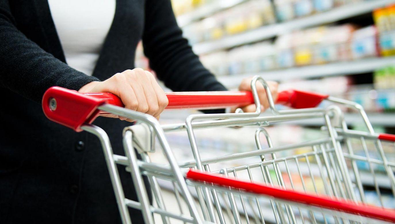 Za złamanie zakazu handlu grozi kara od 1 tys. zł do 100 tys. zł (fot. Shutterstock/hxdbzxy)