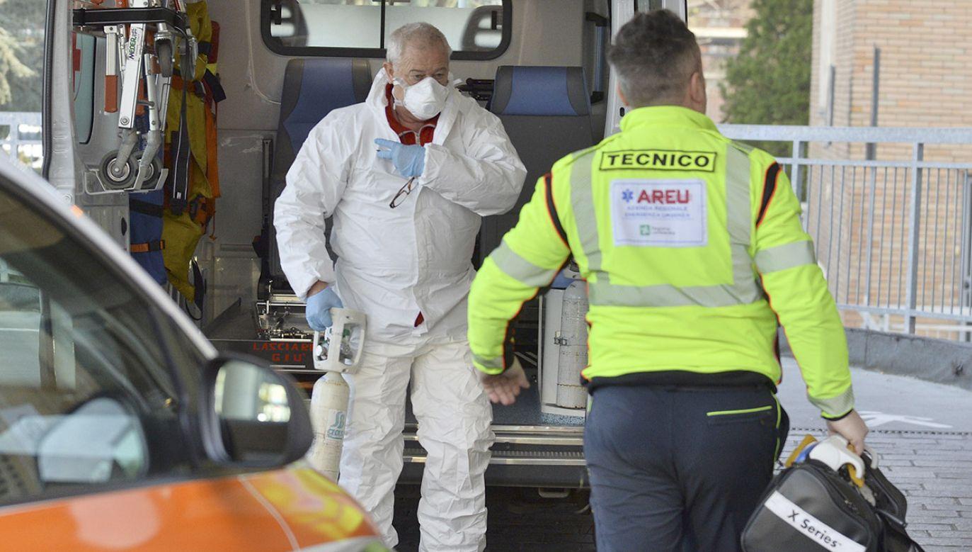 W Włoszech coraz więcej ludzi jest zarażonych koronawirusem (fot. PAP/EPA/ANDREA FASANI)