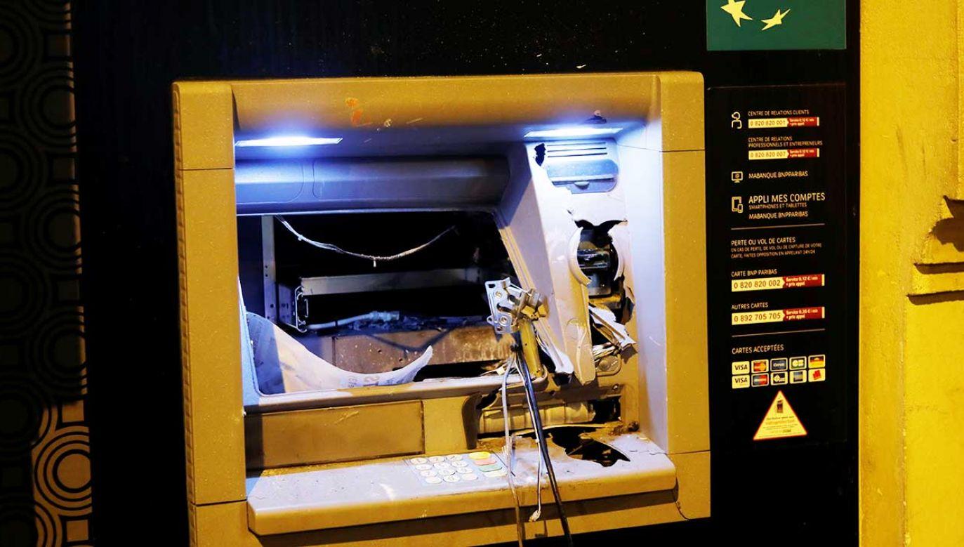 """Europol podkreśla, że przestępcy, by zdobyć pieniądze z bankomatów, stosują """"ekstremalne sposoby"""" (fot. REUTERS/Charles Platiau)"""
