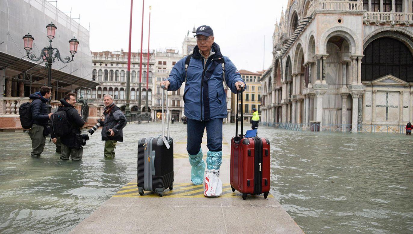 Gubernator regionu Wenecji Luca Zaia przestrzega, że krytyczna sytuacja będzie utrzymywać się co najmniej do niedzieli (fot. PAP/EPA/Andrea Merola)