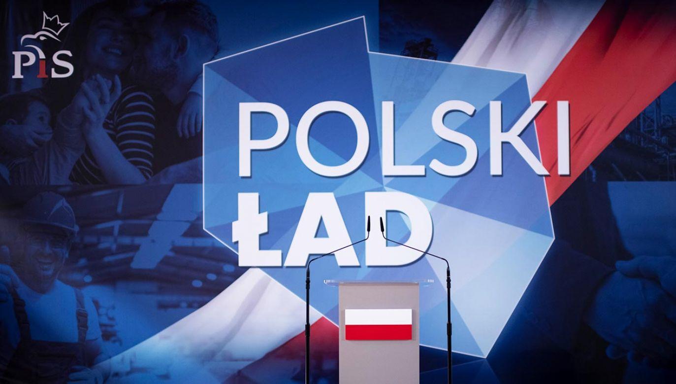 """""""Polski Ład"""" to firmowany przez Zjednoczoną Prawicę nowy program społeczno-gospodarczy (fot. Forum/Michal Kosc)"""
