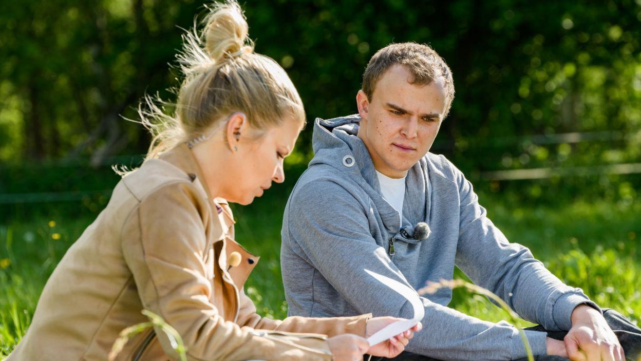 Najpierw przybyła do Kamila, który głęboko wierzy, że w skrzynce będzie list od tej jedynej (fot. TVP)