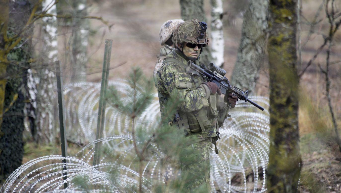 """""""Straciliśmy jednego z naszych żołnierzy"""" (fot.arch.PAP/EPA/Valda Kalnina)"""