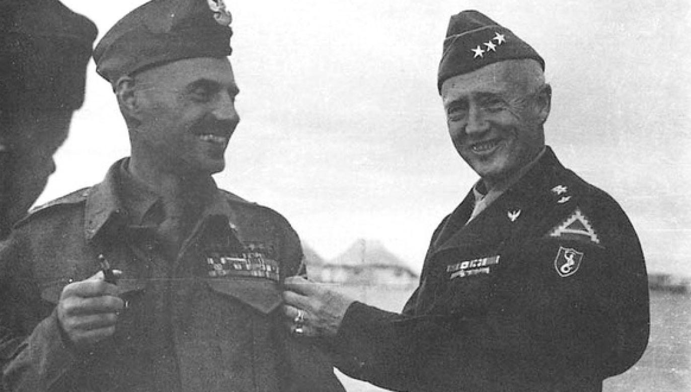 Gen. Władysław Anders (z lewej) obok gen. George'a Pattona (fot. US Army / domena publiczna)