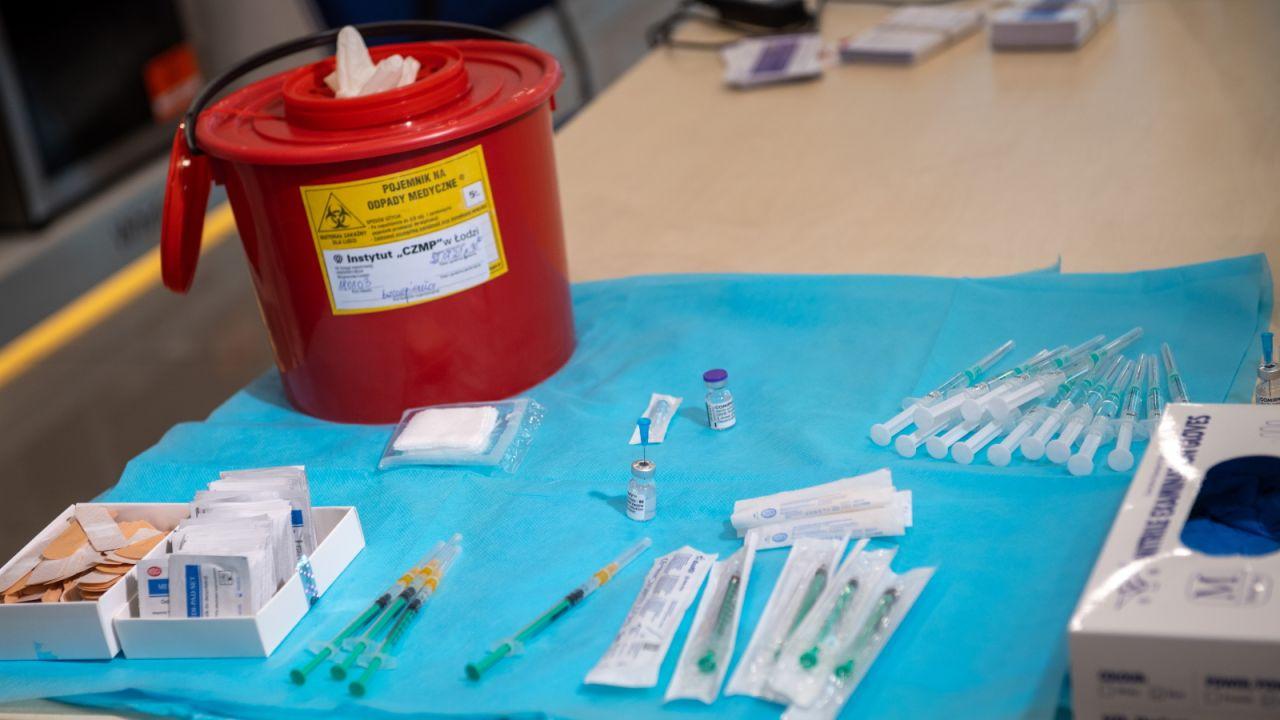 W woj. podlaskim w pełni zaszczepionych jest ponad 460 tys. osób (fot. PAP)