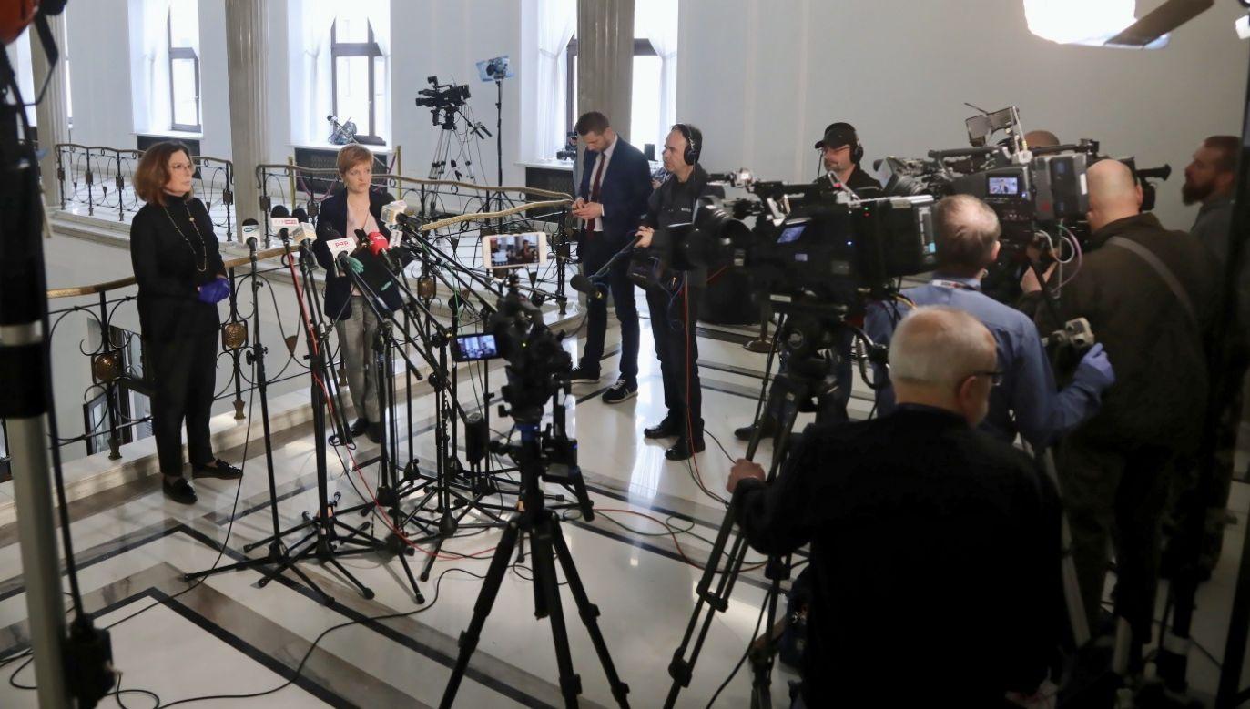 Choć w niedzielę Kidawa-Błońska zawiesiła kampanię, to w środę zorganizowała konferencję prasową (fot. PAP/Wojciech Olkuśnik)