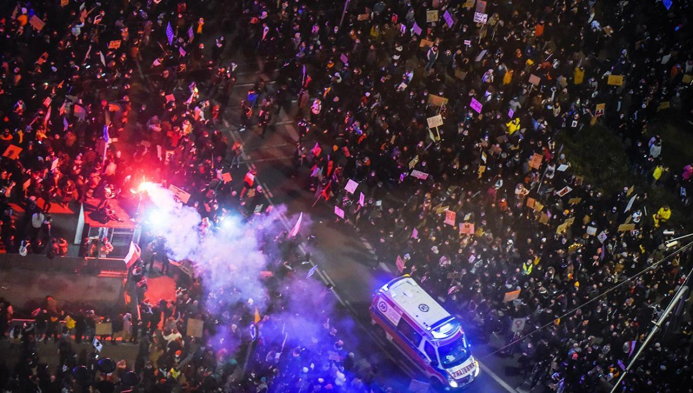W okolicach ronda De Gaulle'a w centrum Warszawy doszło do bójek  (fot. Omar Marques/Getty Images)