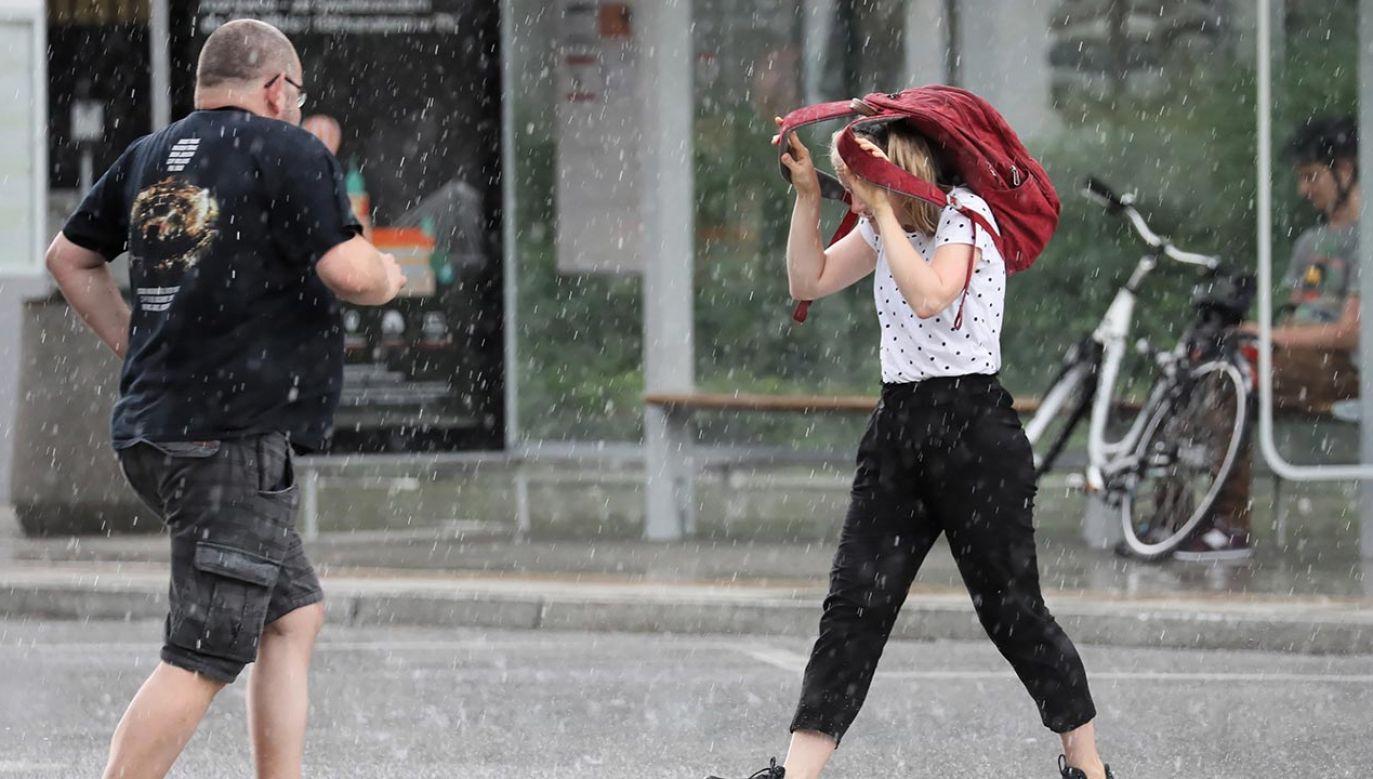 Okresami wiatr będzie porywisty (fot. PAP/Leszek Szymański)