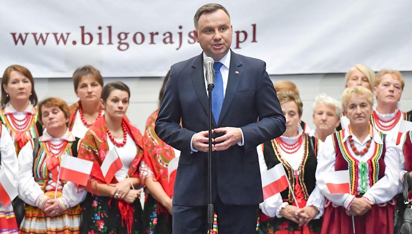 Zmieniamy Polskę na lepsze, dla mnie najważniejszy jest człowiek –  zapewniał Andrzej Duda mieszkańców Biłgoraja. (fot. PAP/Wojtek Jargiłło)