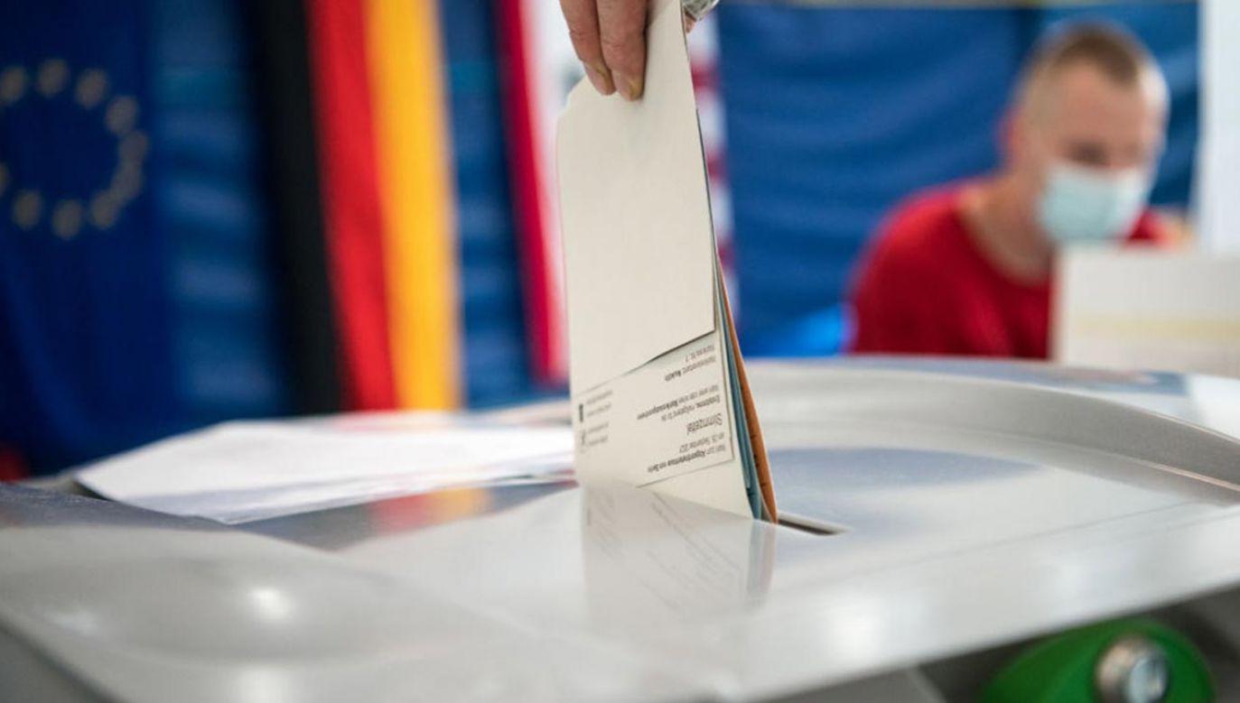 Jeden z dziennikarzy sugeruje powtórzenie wyborów (fot. Abdulhamid Hosbas/Anadolu Agency via Getty Images)
