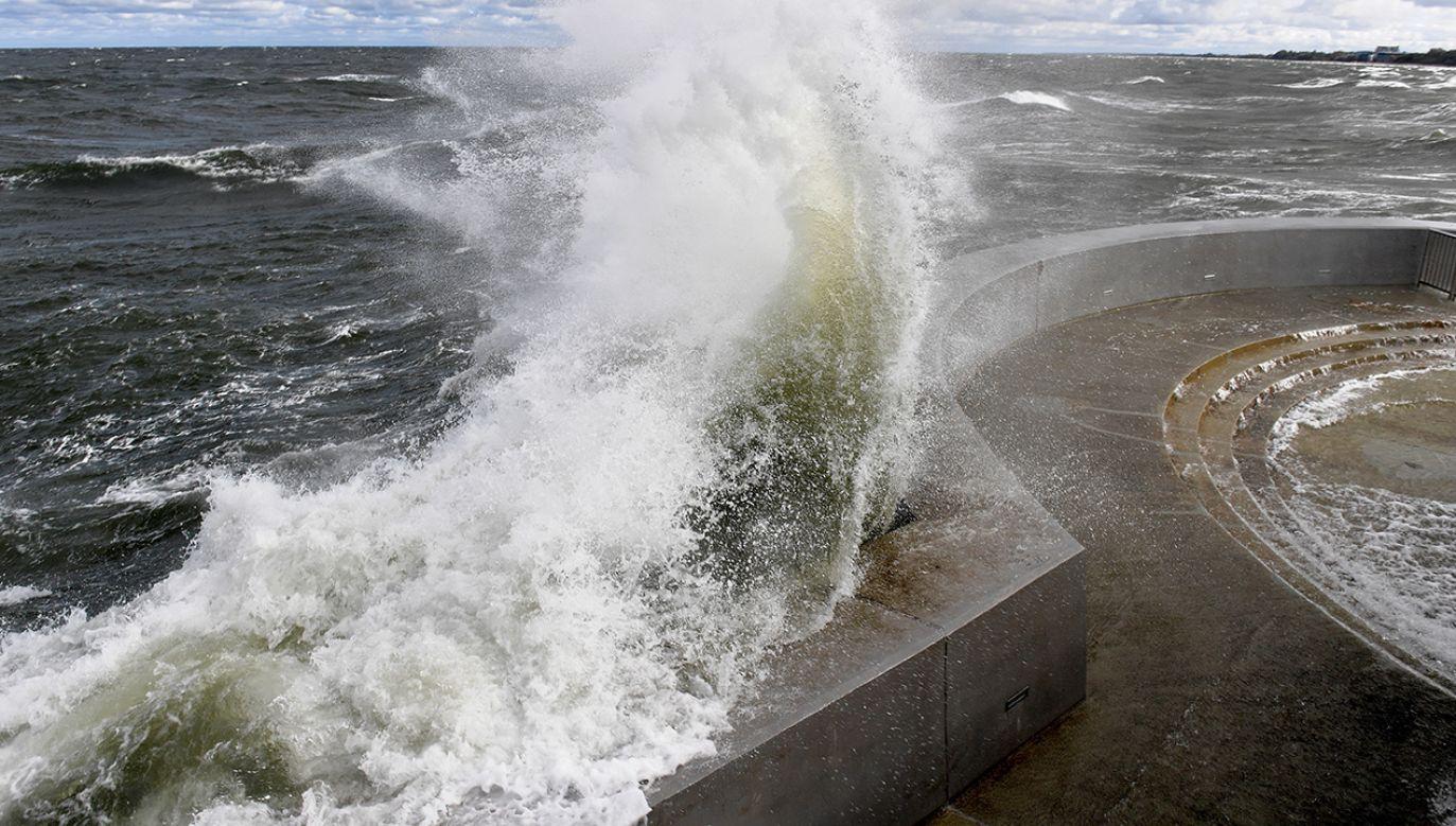 Kumulacja sztormowej pogody będzie miała miejsce we wtorek (fot. arch. PAP/Marcin Bielecki)