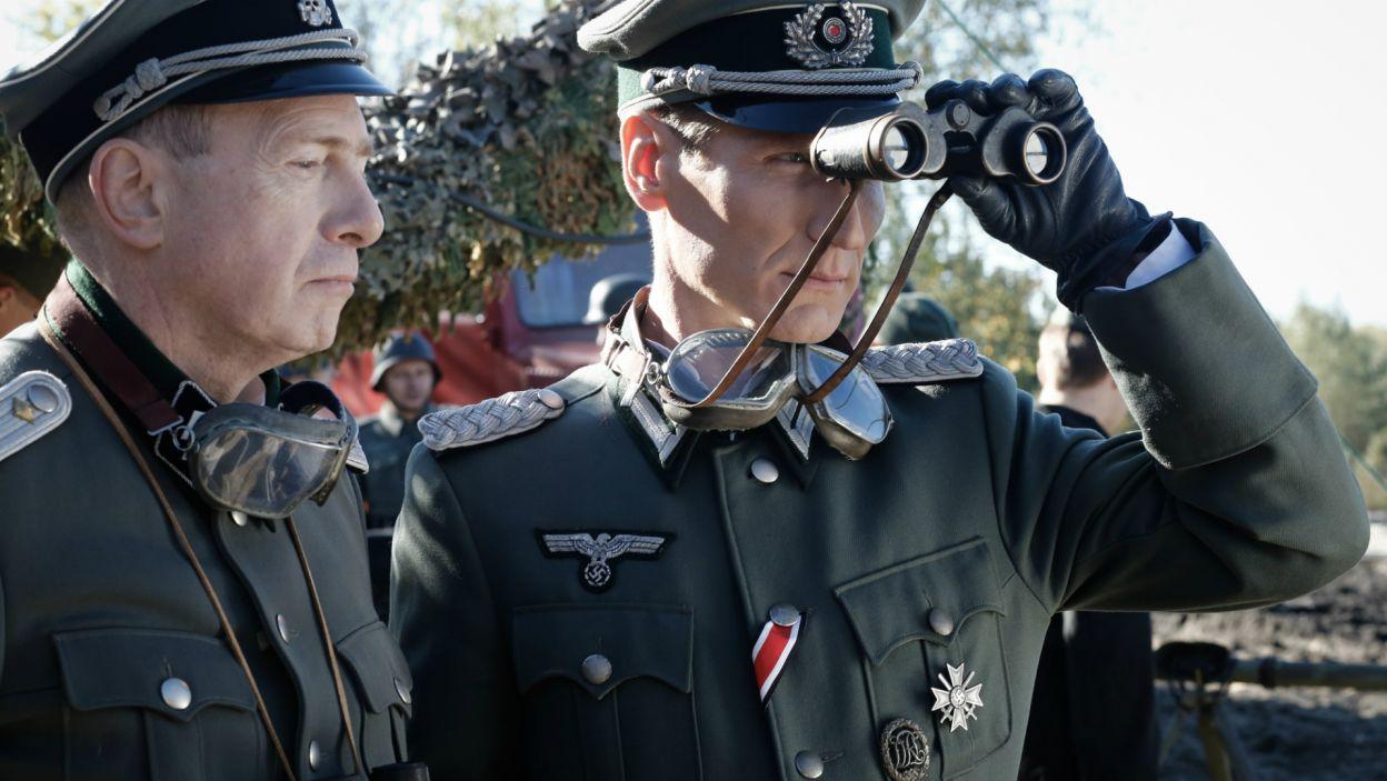 Okazuje się, że Wolfgang zmienił zdanie i zlikwiduje inżyniera na poligonie, tuż po próbie rakietowej (fot. TVP)