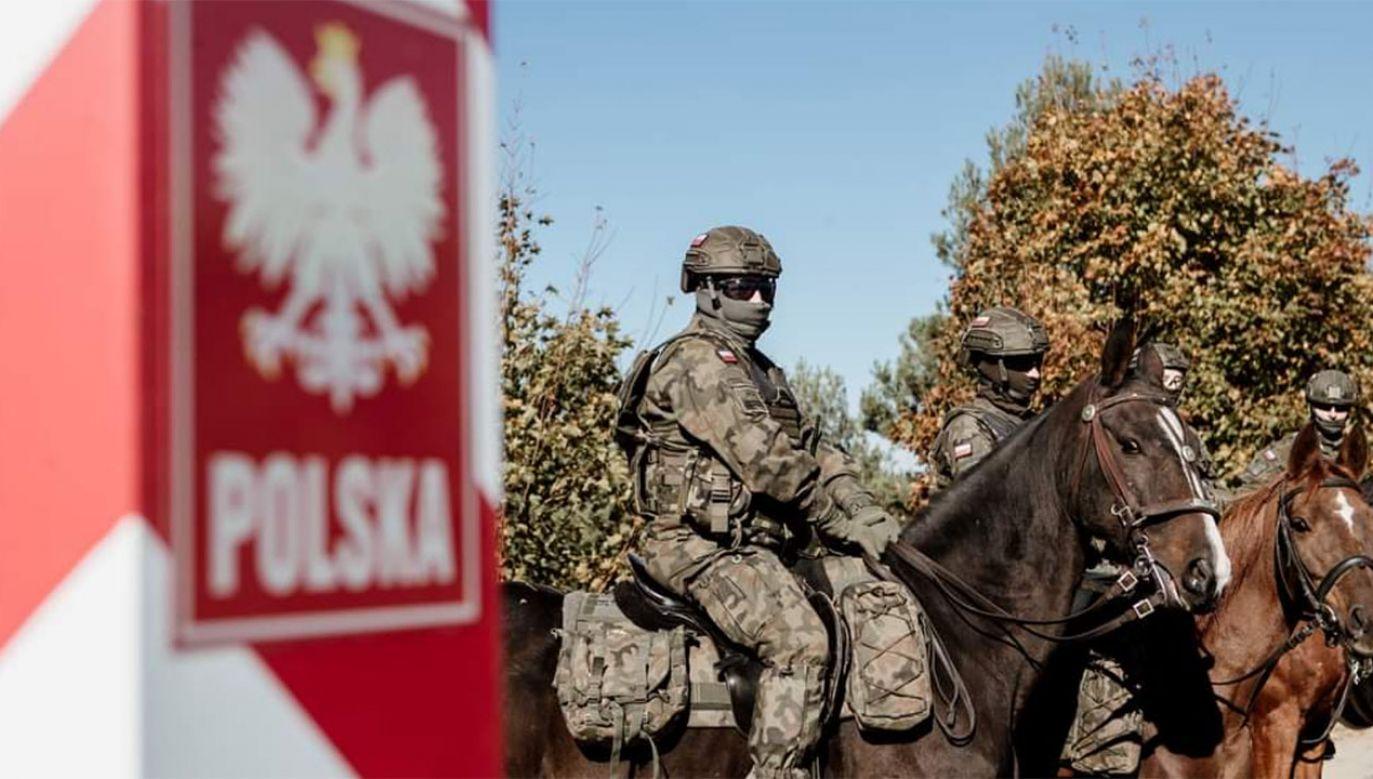 Funkcjonariusze WOT na granicy polsko-białoruskiej (fot. tt/@terytorialsi)