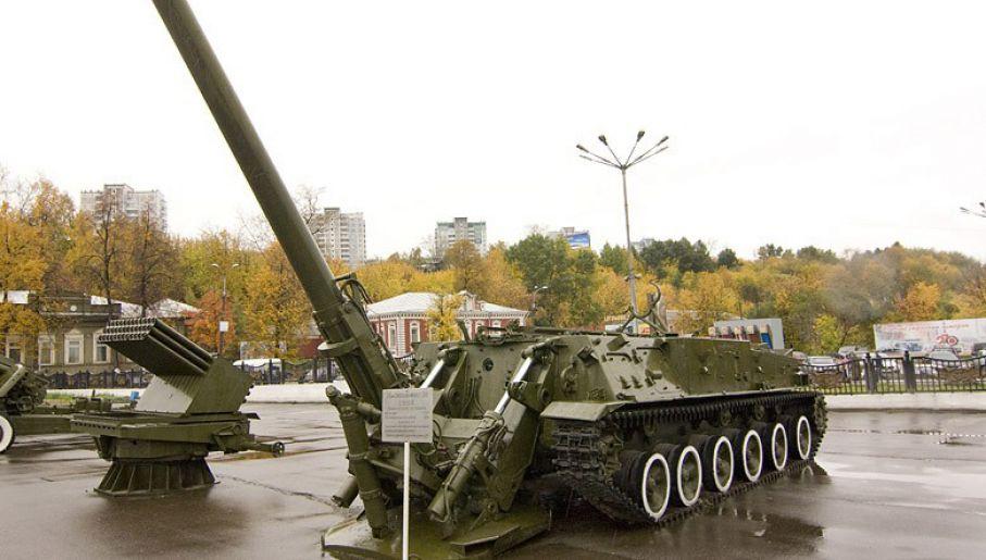 Tak wygląda moździerz  2S4 (fot. wikipedia/Leonidl)