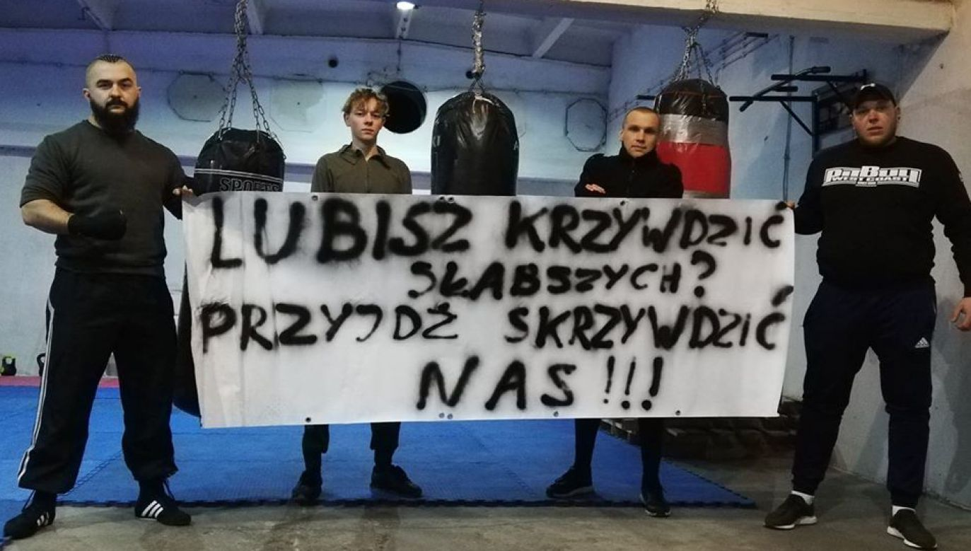 """""""To nasza odpowiedź na działania zwyrodnialca. Patologia w Prabutach jest tylko marginesem"""" – wyjaśniają bokserzy (fot. FB/Amatorski-Klub-Bokserski-Polonia-Prabuty-2272508306307926)"""