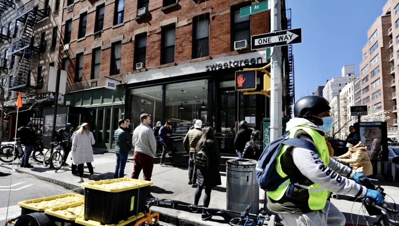 Liczba osób hospitalizowanych w stanie Nowy Jork wzrosła w ciągu doby o 40 proc. (fot. PAP/ EPA/Peter Foley)
