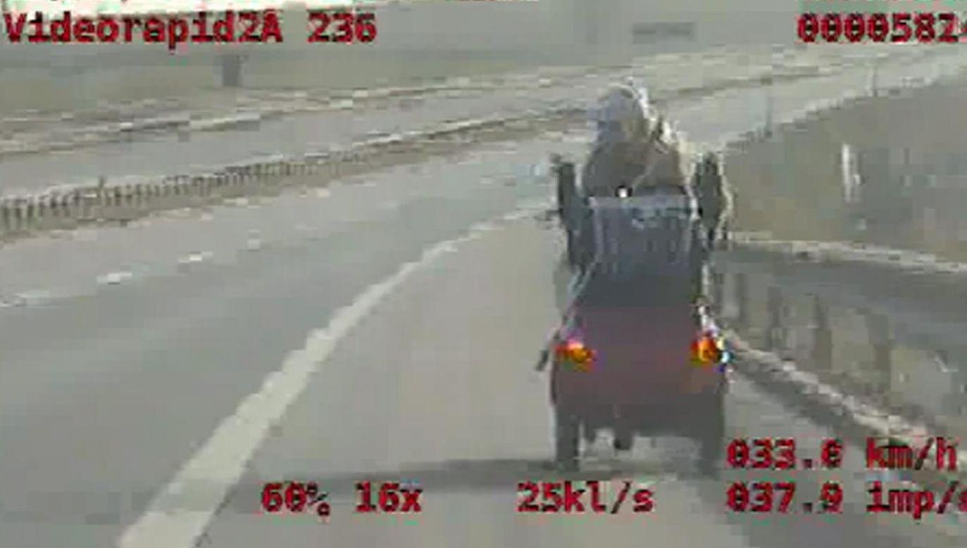 Kobieta bezpiecznie wróciła do domu  (fot. Policja)