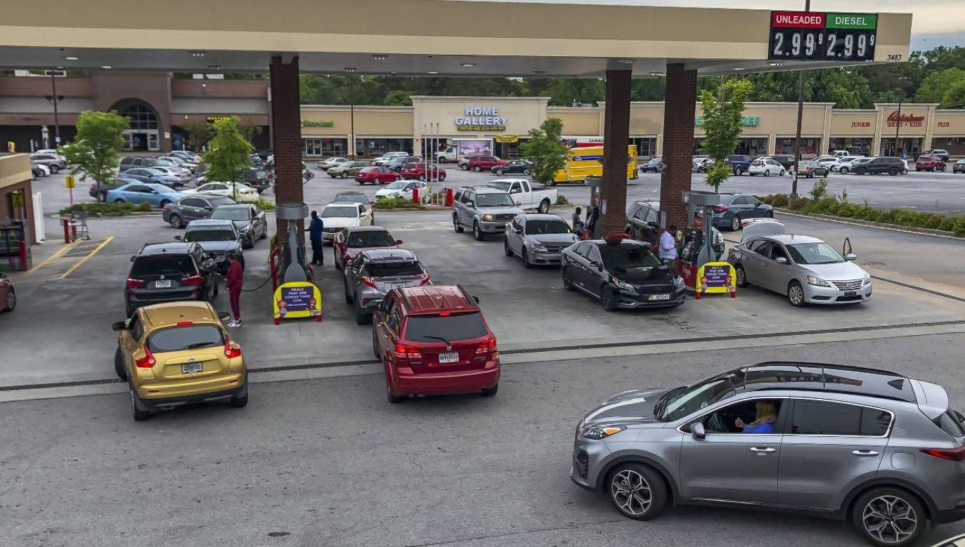 W niektórych stanach popyt na paliwo wzrósł nawet o 40 proc. (fot. PAP/EPA/ERIK S. LESSER)