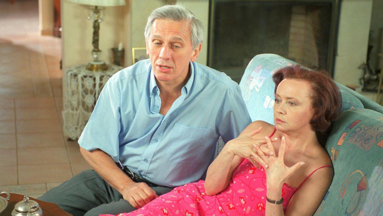 """""""Oszuści"""" Michaela Jacobsa z 2002 r. to nie tylko rola Howarda, ale jedna z pierwszych prac reżyserskich w Teatrze Telewizji (fot. TVP)"""