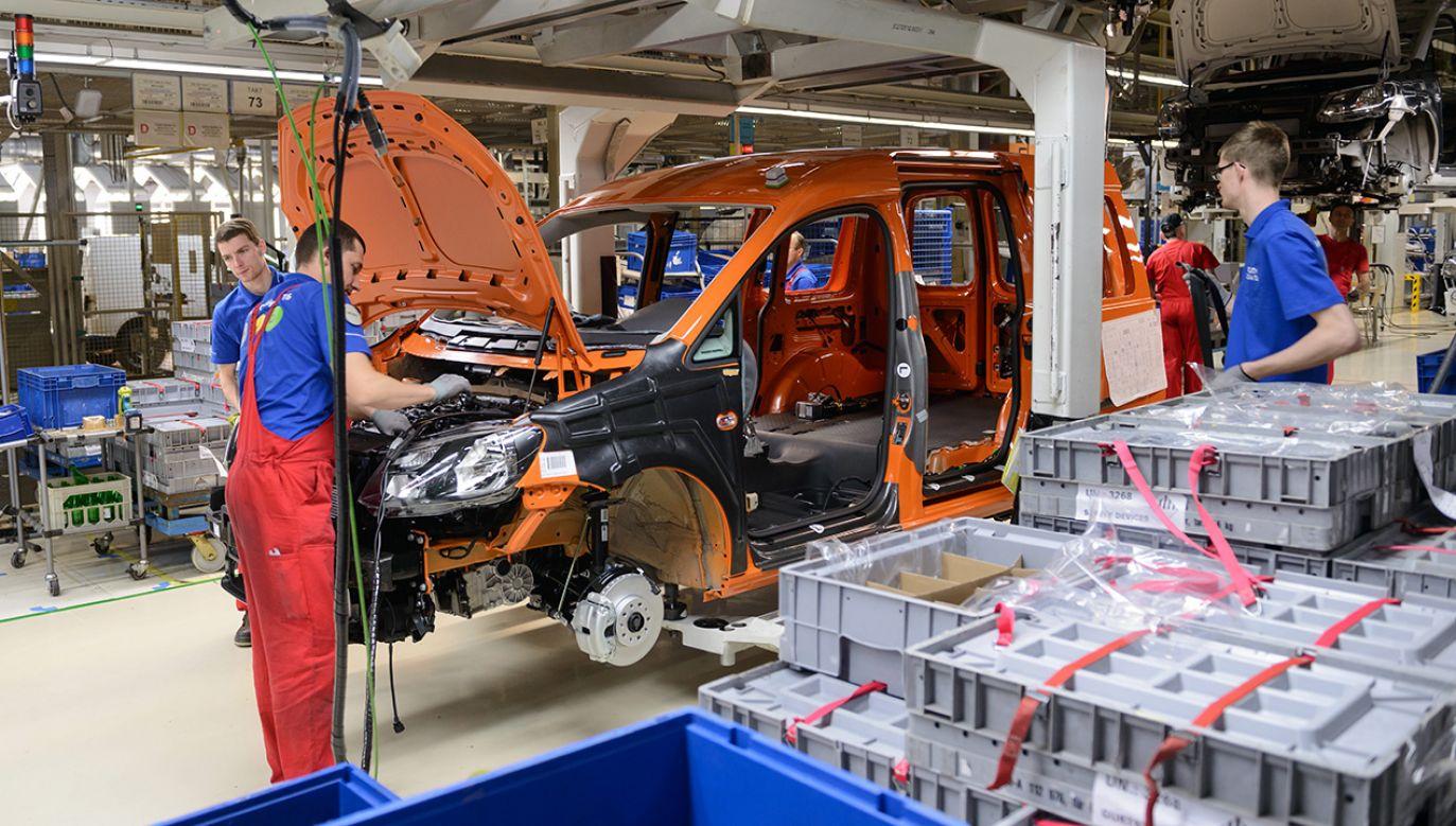 Hale produkcyjne Volkswagen Poznań w Antoninku pod Poznaniem (fot. arch.  PAP/Jakub Kaczmarczyk)